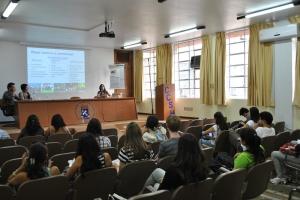 ...prestigiado por estudantes de Direito da UFSM e de outras instituições.