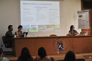 A professora Liliane apresenta o mapa teórico de sua pesquisa, imprescindível para as etapas subsequentes do trabalho.