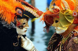 A Internet como baile de máscaras: posto, logo a personagem existe. E eu?